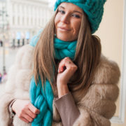 Шапка хельсинки крупной вязки с помпоном петербург 2018